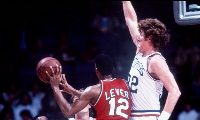 Bill Walton playing defense during his tenure in the NBA.